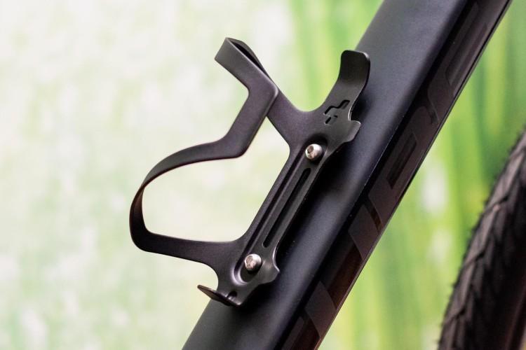 Porte-bidon cubique HPA-Sidecage anodisé noir